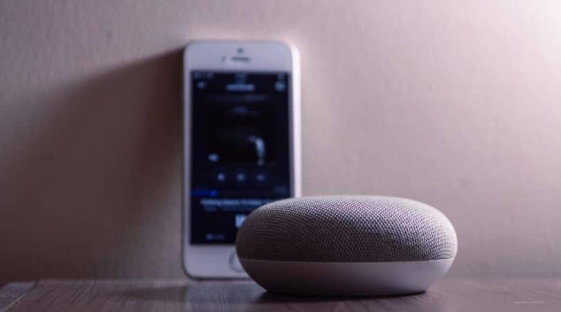 la importancia de E-A-T en la búsqueda por voz en un Google Home